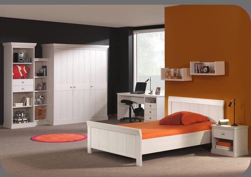 Tienerkamer bed kan ook op 120 cm. breed