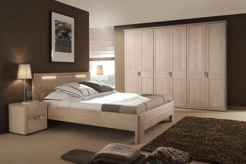 Houten Slaapkamer Kast : Slaapkamer met massief houten 2 persoonsbed u2022